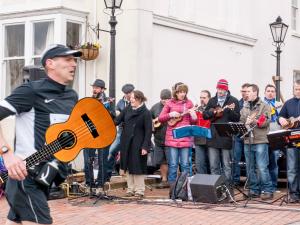running-ukulele